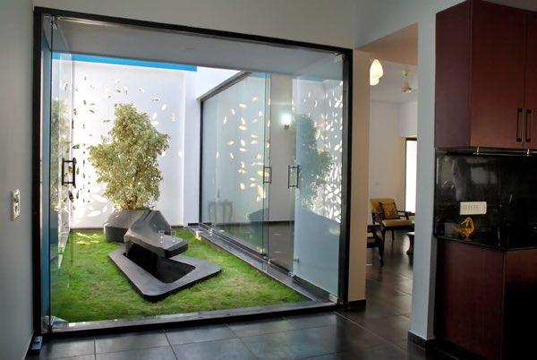 ديكور اليوم On Twitter أفكار تصميم فناء أو حديقة صغيرة بجدران زجاجية وسط المنزل الرياض دبي