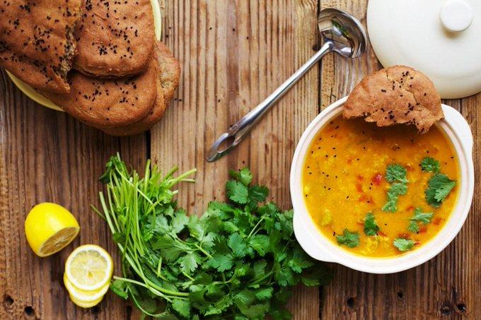 Tomato Dahl with Gluten-Free Naan Foo