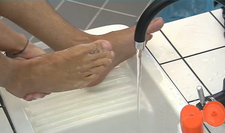 Resultado de imagen para lavandose los pies