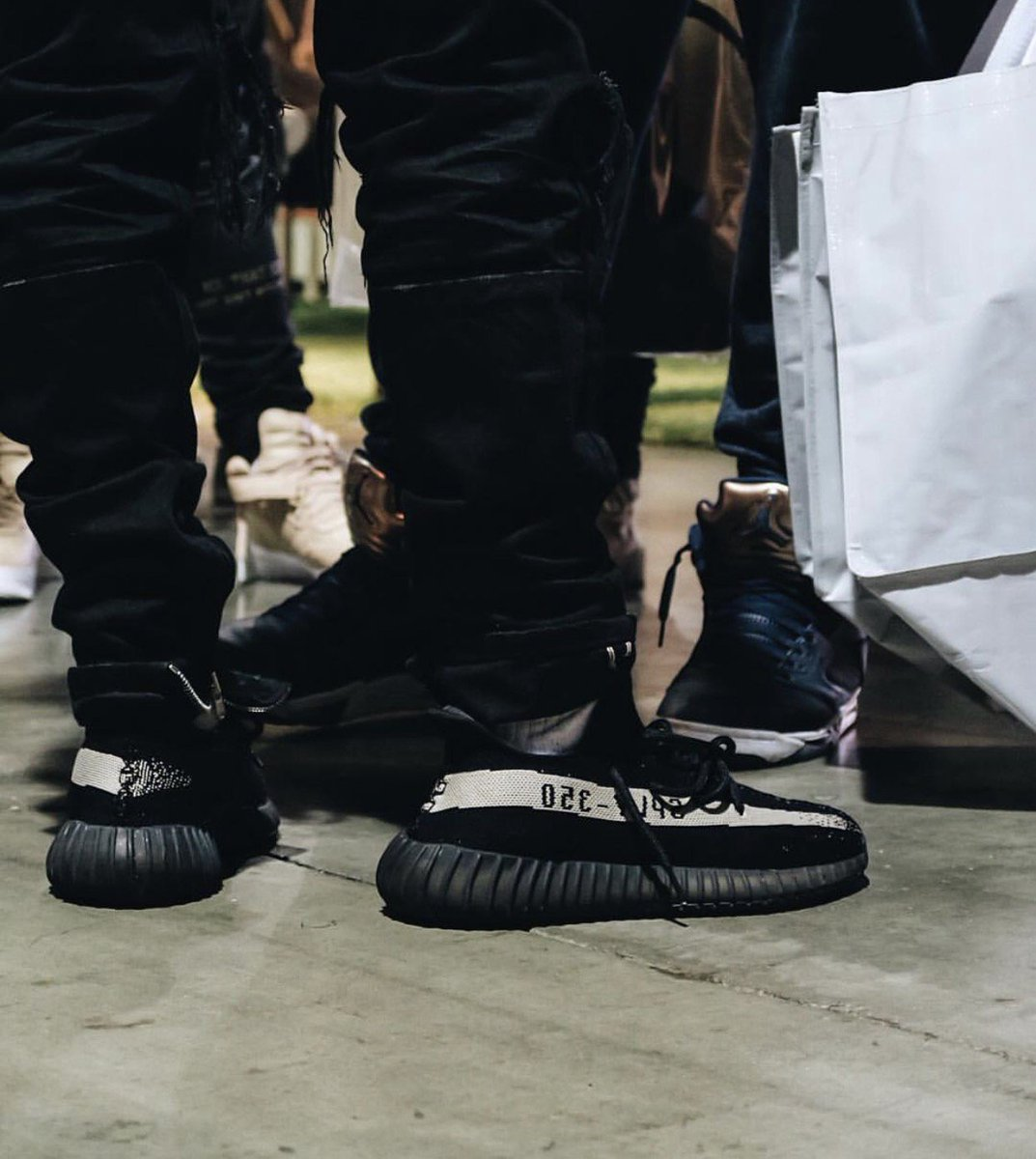 yeezy oreo on feet Heated Sneaks Bots on Twitter: