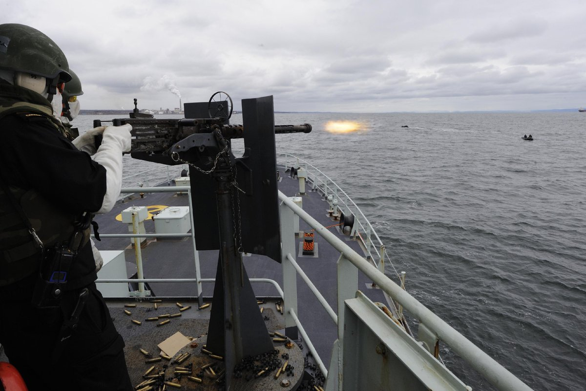 Cbt Divers simulate small boat attacks on #HMCSSummerside during #ExNIHILOSAPPER near #Belledune #RCN #5DIVSOLDIER<br>http://pic.twitter.com/2RxRrz93TK