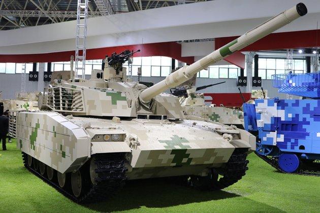 دبابه Type 15 الخفيفه تدخل الخدمه رسميا في الجيش الصيني  Cwp07UYXcAA2WQ4
