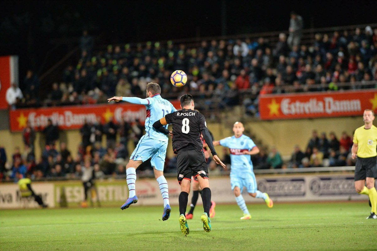 El Levante arrasa en su camino a primera y el Real Oviedo aparece en puestos de ascenso directo tras 15 años.