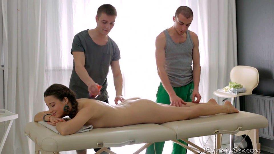Видео как массажист разводит девушку на секс