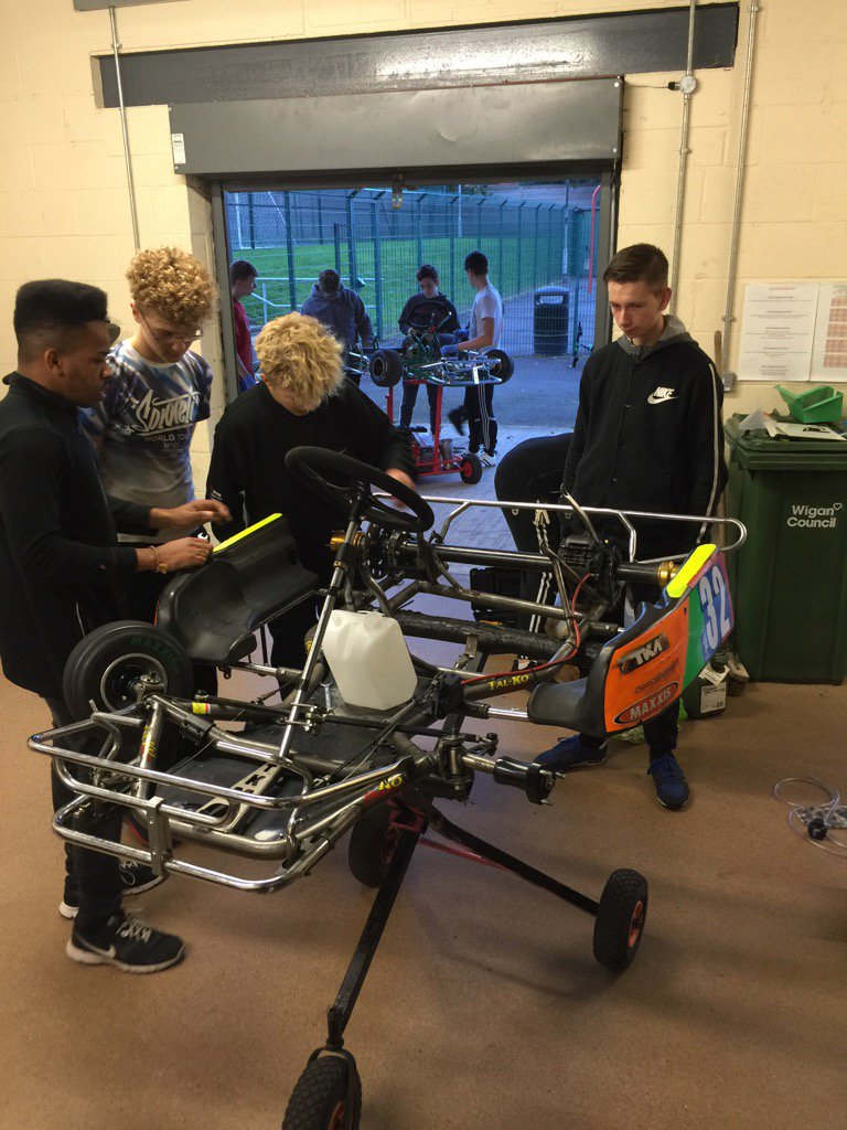 It's #TEWeek16 Motorsport is great way of encouraging and inspiring the next generation of engineers. https://t.co/vqfxB4GUQV