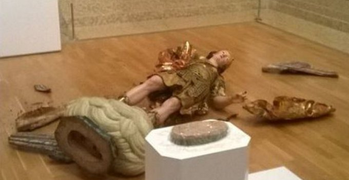 Brasileiro destrói estátua de 300 anos ao tirar selfie em museu de Lisboa https://t.co/M3MmwMa09p