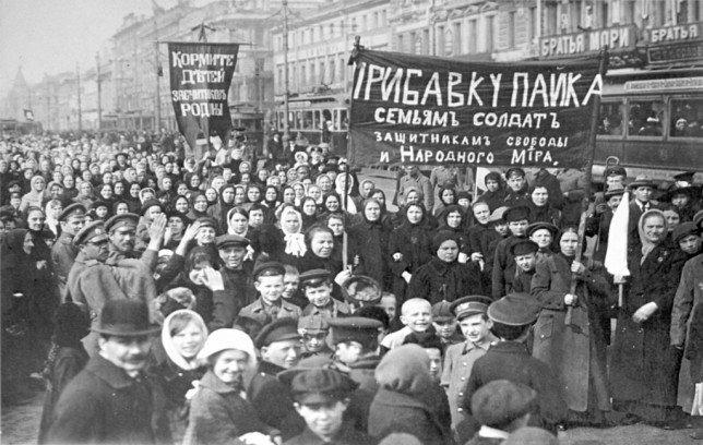 """""""Заставили. Честно, с радостью сейчас бы ушли"""", - оккупанты согнали людей на шествие в честь 99-летия октябрьского переворота в Симферополе и Севастополе - Цензор.НЕТ 5737"""