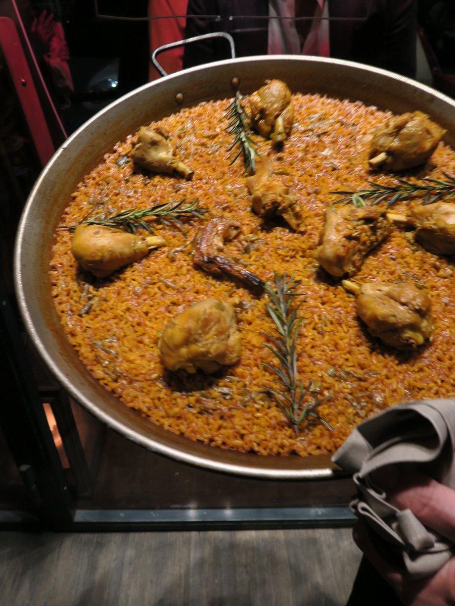 Da #albuferamilano ci sono 5 tipi di #paella fatte col riso giusto (l'albufera) e un sacco di #tapas. Milano nunca duerme! https://t.co/CHTyurG0so