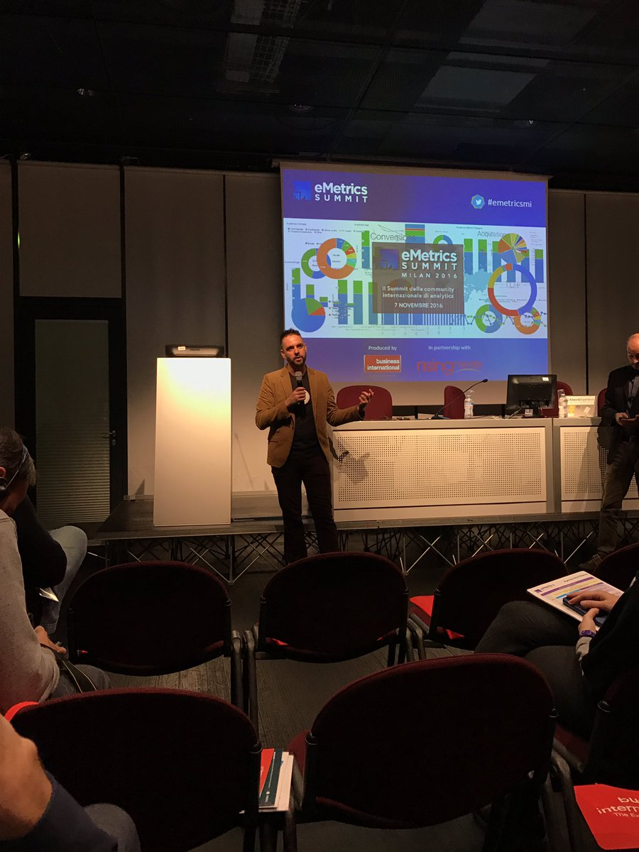 """""""Mobile on GA is great, check out the new GA app. Can measure AMP on GA too."""" @AdamSinger at #SMXLmilan #emetrics https://t.co/Pipm7eYgFl"""