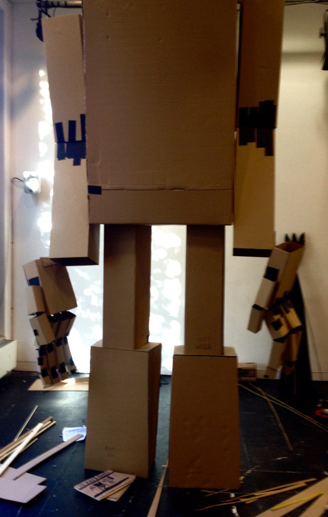 20 feet of iron man 💪 wouldn't all fit in the room @Unicorn_Theatre  today, we had to remove his head https://t.co/kVReKp65Np