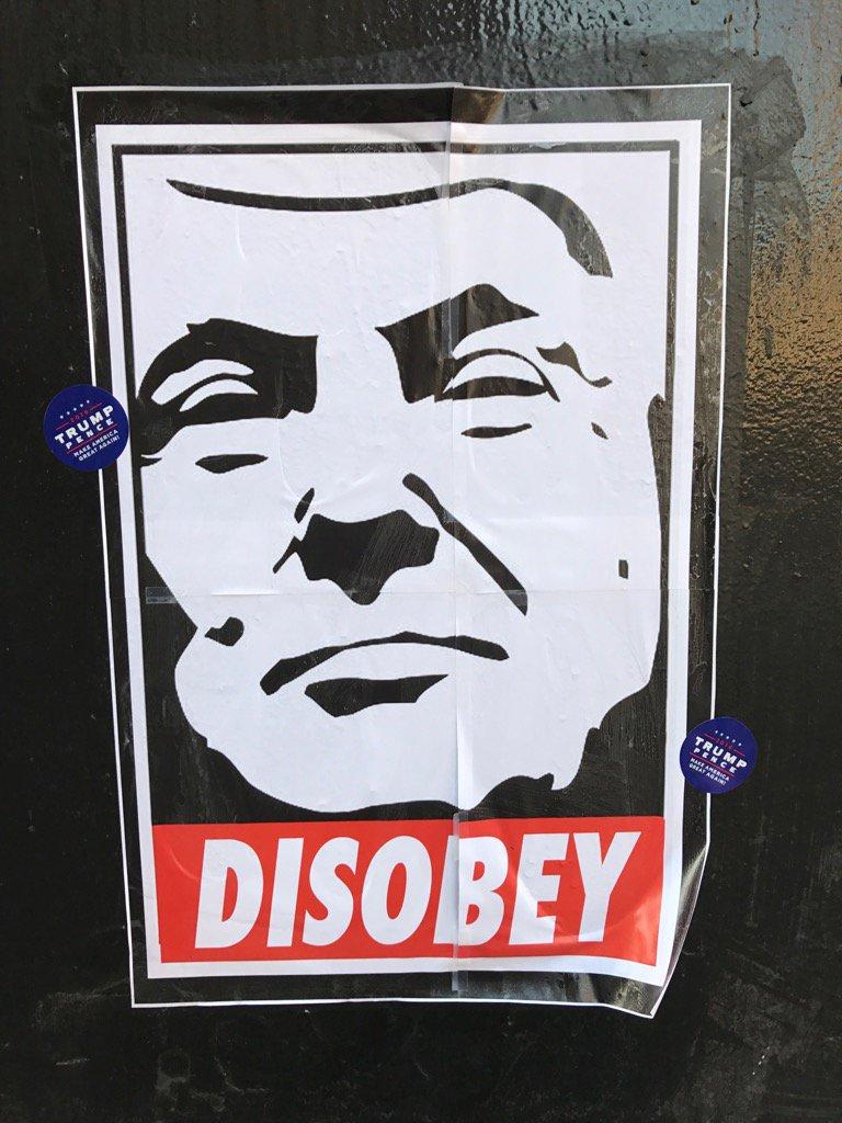Front of Billy Goat Chicago ..it's pro Trump FYI @Scaramucci @scottienhughes @CortesSteve https://t.co/Lnd9J8Syma