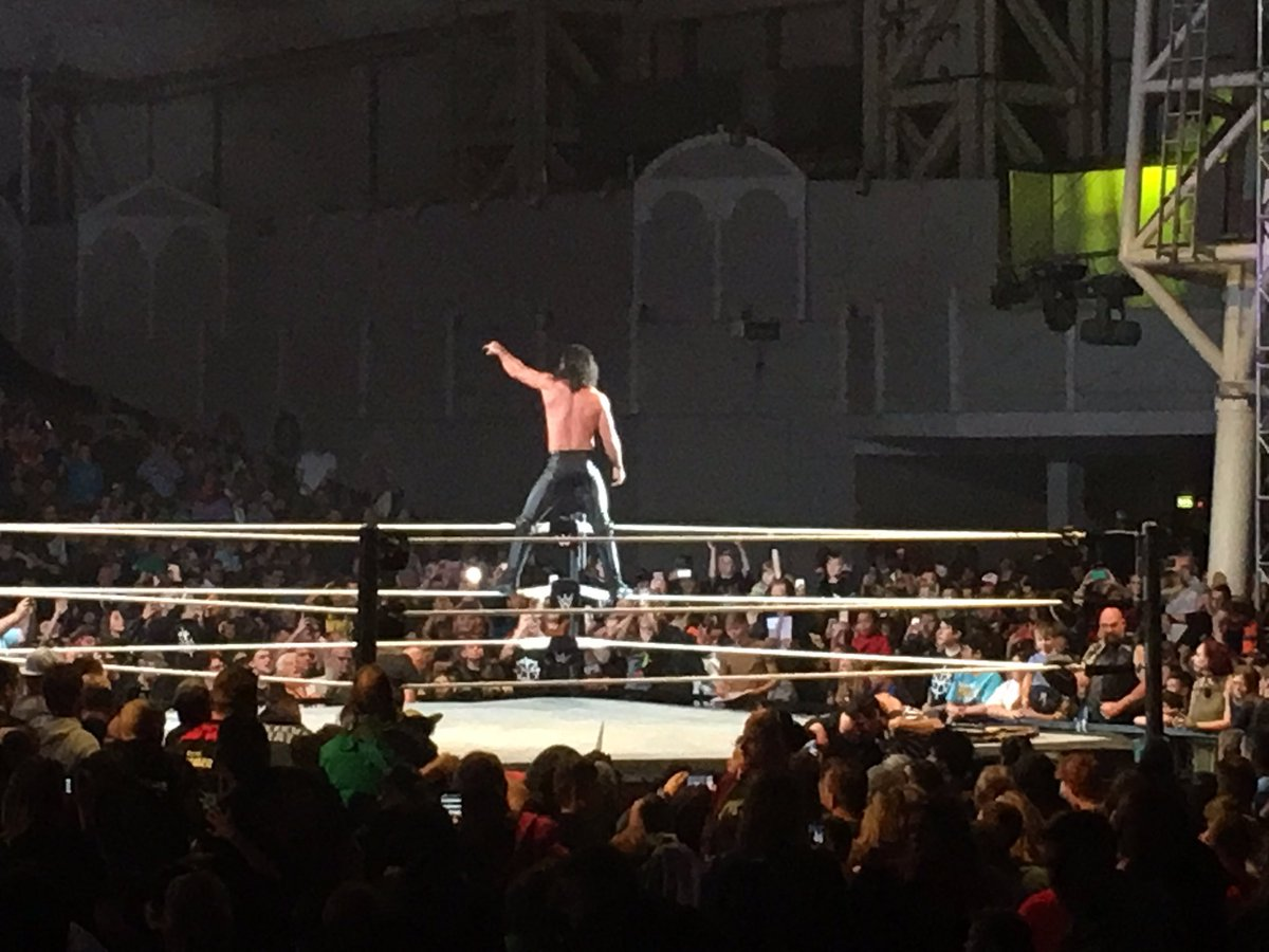 . @WWERollins solutes the crowd at #WWEMinehead last Saturday night  #WWE https://t.co/vwsOTMZ9JC
