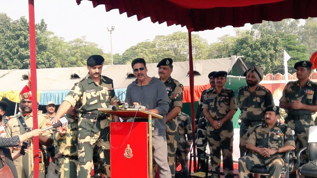 Akshay Kumar reaches BSF headquarters in Jammu
