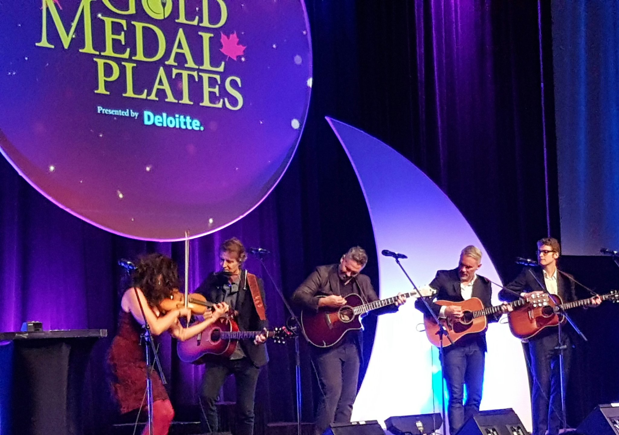Thanks @JimCuddy, @barneybentall, @ColinCripps, @violindsay, @DevinCuddy and Sam Polley for the great entertainment at tonight's #GMPOttawa! https://t.co/hONQiK5rhq