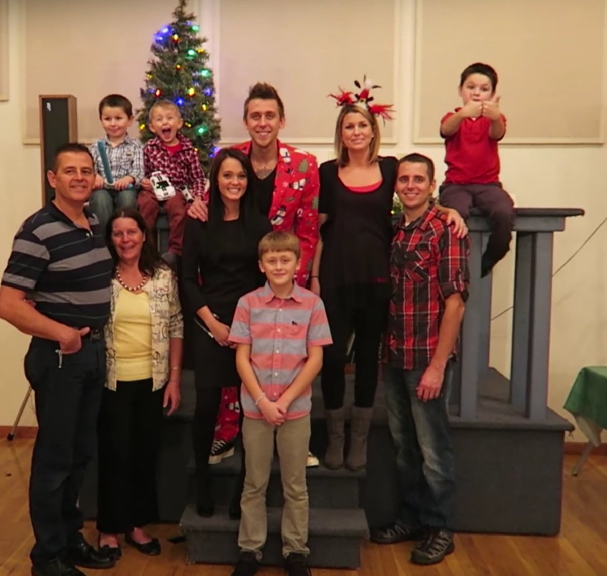 Roman Atwood Story On Twitter Christmas Family Picture RomanAtwood DaleAtwood BrittneySmith Like Ohio Holiday Following