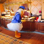 【ディズニー】共食い!?ドナルドがレストランで目にした衝撃の料理がこれ!
