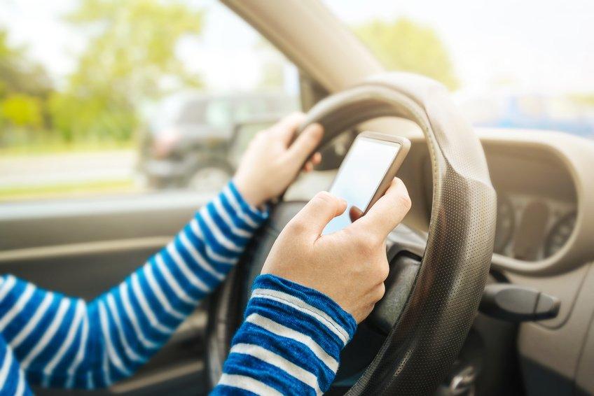 Patente sospesa per guida con cellulare