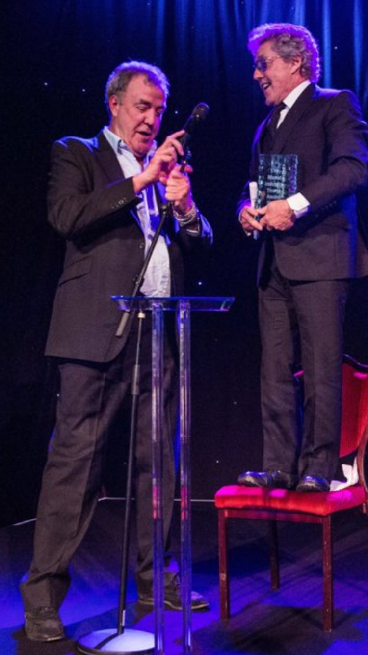 So last night I presented a big award to the all round good geezer, Roger Daltrey, who is 72. inches tall. https://t.co/7dRZkwT9Ns