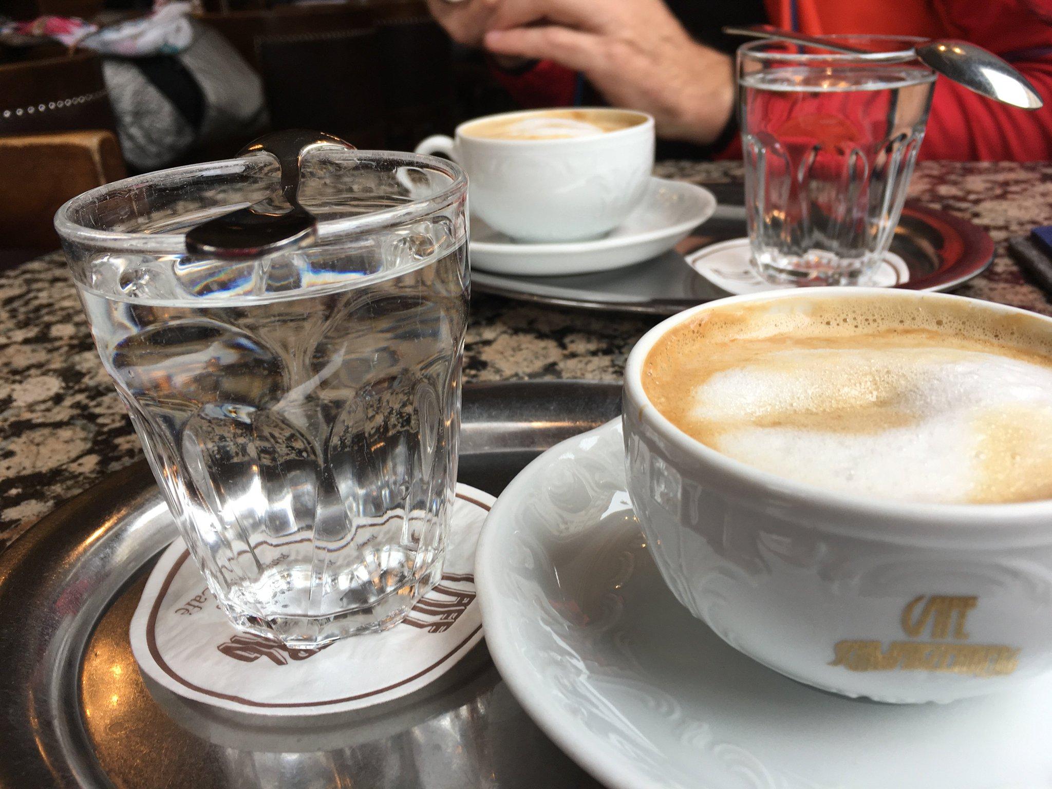 Haben ein wunderschönes Café in Wien gefunden… und es ist sogar rauchfrei!!! #meurers #walz2null https://t.co/7ud66FjBMd