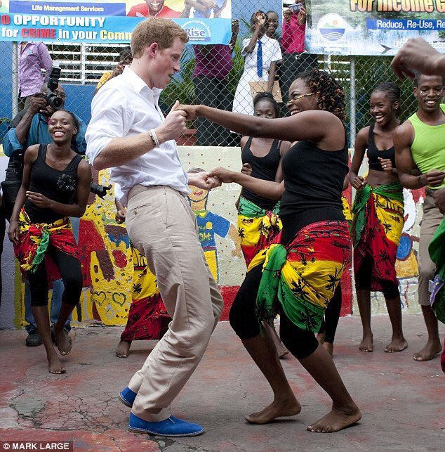 It was at that moment Prince Harry realised he didn't want unseasoned chicken anymore. https://t.co/n9FXc28MBo