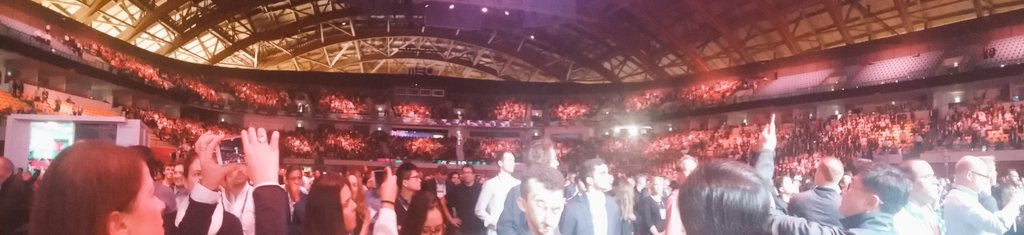 .@paddycosgrave is warming up the assembly in Centre stage before talking about the future of work! And... it works :) #WebSummit https://t.co/iKkkZNv4CY