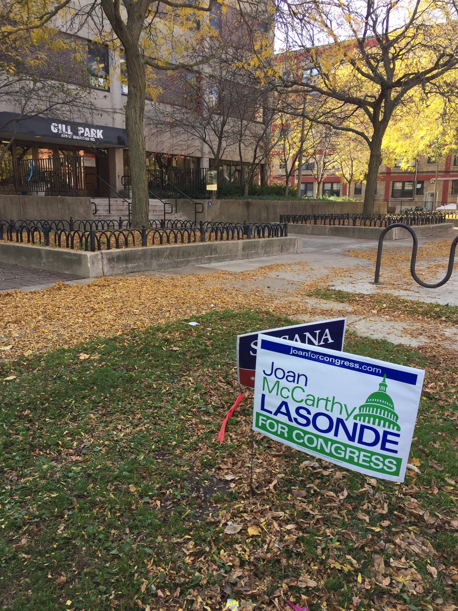 These campaign signs appear a little too close to the Gill Park polling place in Lakeview, IL. #electionland #commuic @commuic https://t.co/gefubVvPtC
