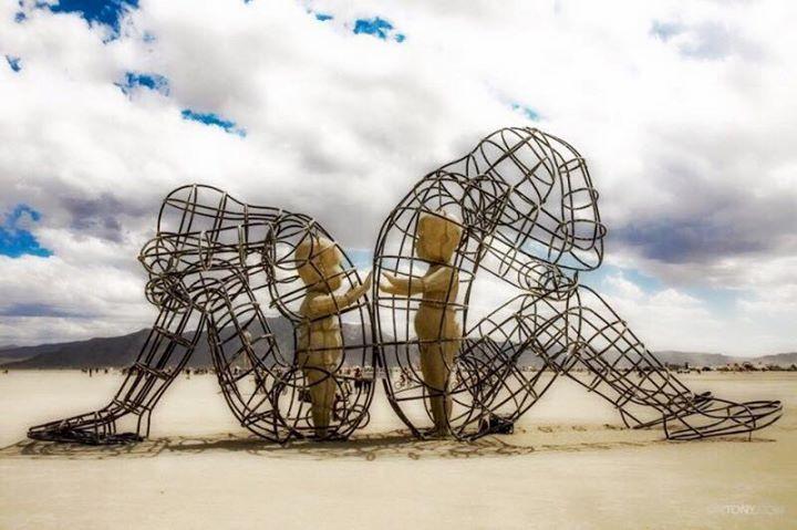 """Mince on Twitter: """"Instalação """"LOVE"""", do ucraniano Alexander Milov, no  deserto de Nevada, em 2015, no Burning Man Art Festival.…  https://t.co/iagNatQMEK"""""""