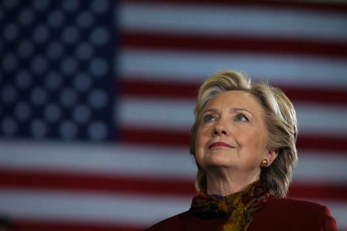 Hillary vence em Guam, 1ª região a divulgar resultado eleitoral > https://t.co/wxiRWOlb1l