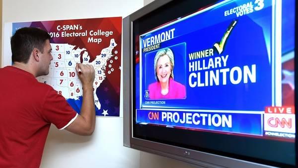 Ya empiezan a manejarse los primeros cómputos: Kentucky quedó para @realDonaldTrump y Vermont para @HillaryClinton. Florida, cabeza a cabeza https://t.co/XEw8uL4W52