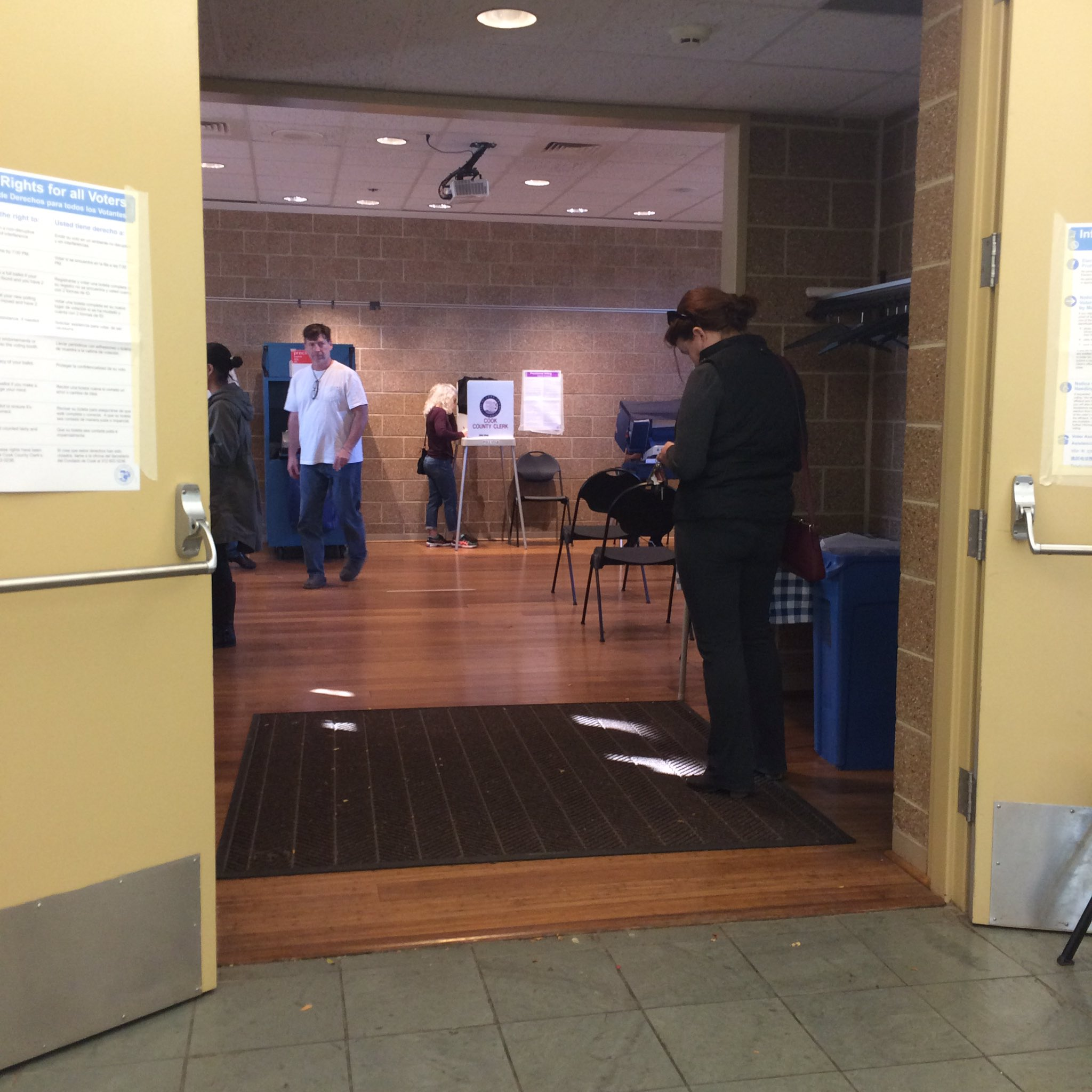 There was no line at the Oak Park Conservatory polling place. Most people voted early over the weekend #Electionland @journtoolbox https://t.co/ezihmKQ1bY
