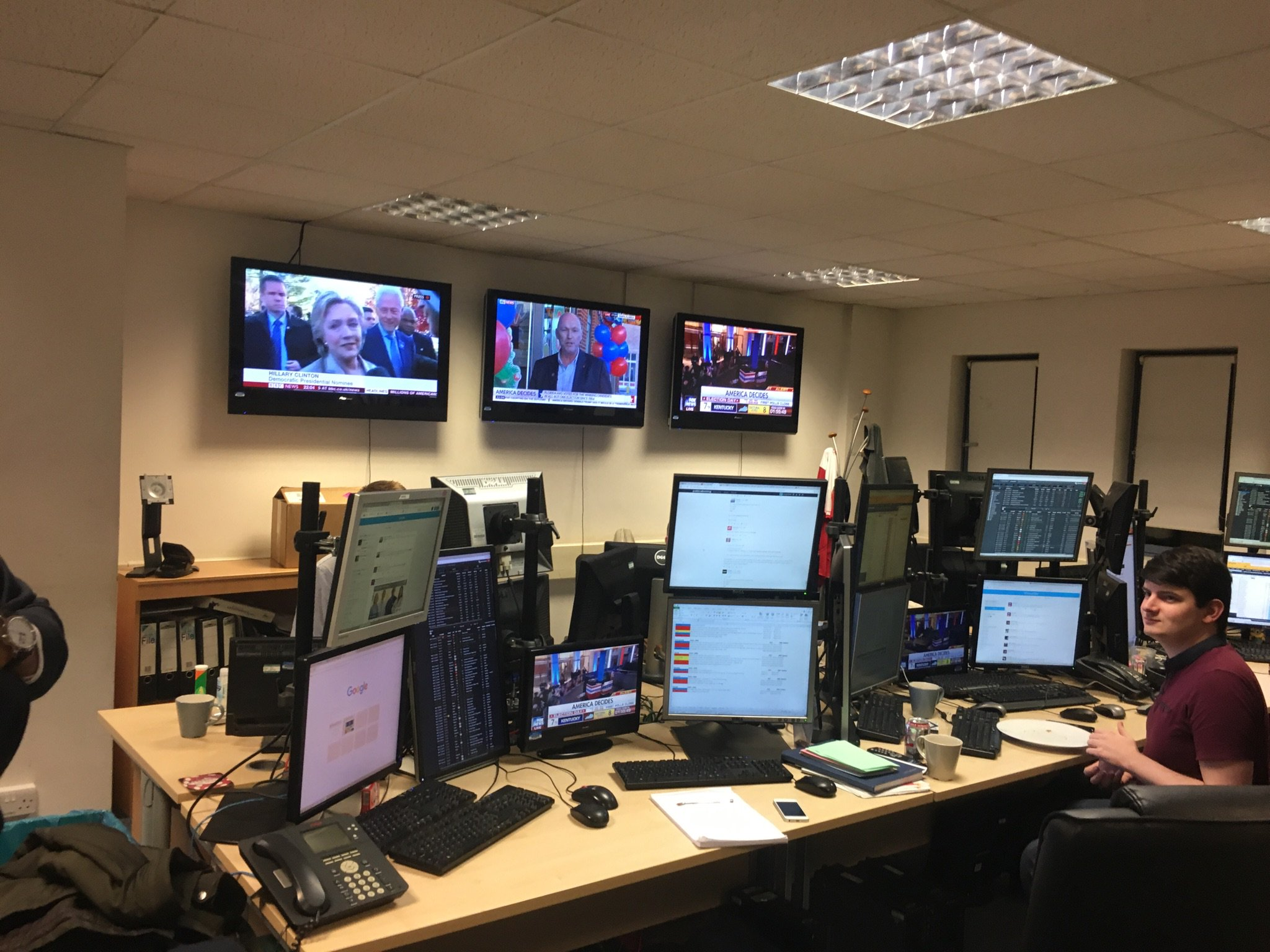 We're live on the trading floor at the SPIN offices, ready for a busy night. Join us with the hashtags #SPINElection #Election2016 https://t.co/0zelLaPfol
