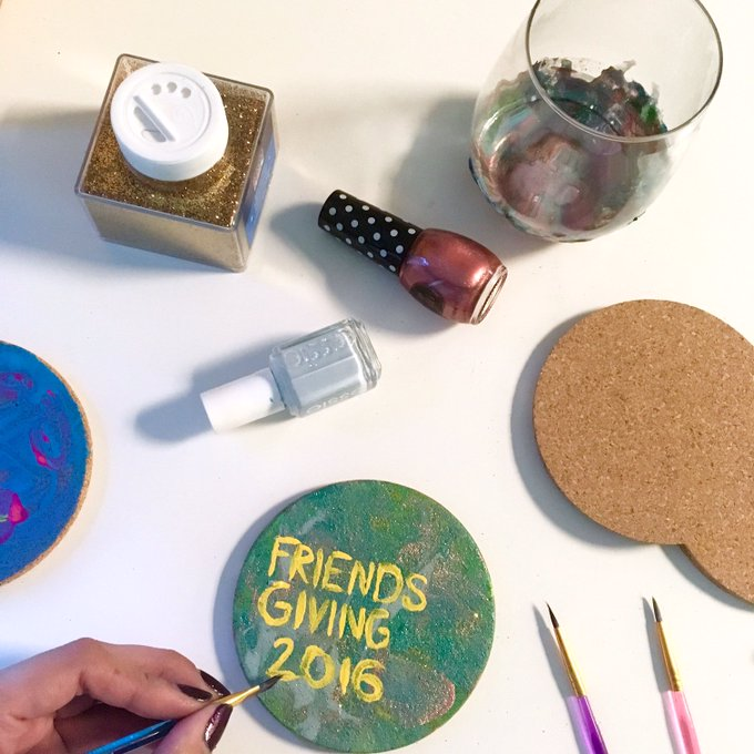 Personalize your next DinnerParty, Friendsgiving or WineNight with these DIY ideas: