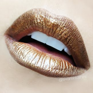 's golden lips are breathtaking! Find out her makeup picks here & be surprised!