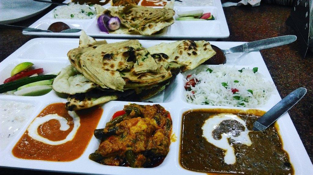 Yum Yum... 😋😋👌👌 #jeelalchaerhanajae #yummy #butternaan #shahipaneer #daalmakhni #khadhai #salad #gulabjaamun #food #hungry #freak #harvshots