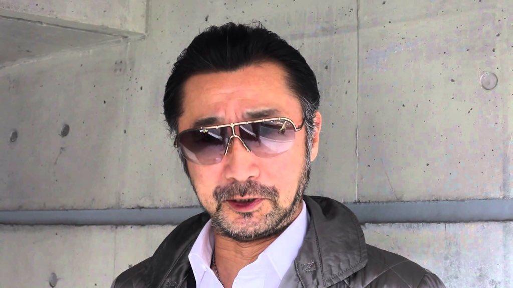 サングラスをかけている大塚明夫