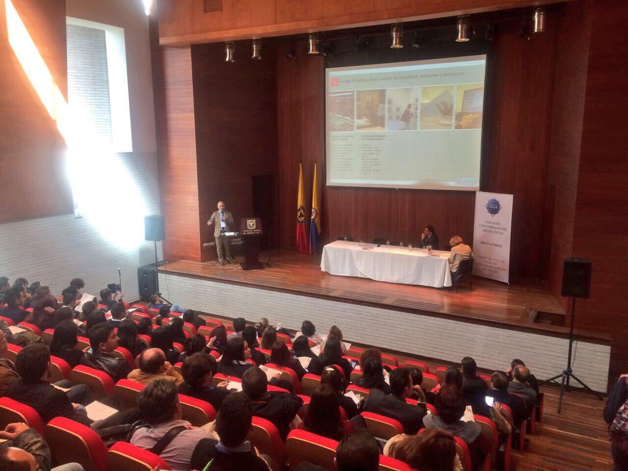 Joaquim Borrás, Director del Archivo Municipal de #Barcelona interviene en el seminario #RetosDeLosArchivosMunicipales https://t.co/cV3Oyb87e8