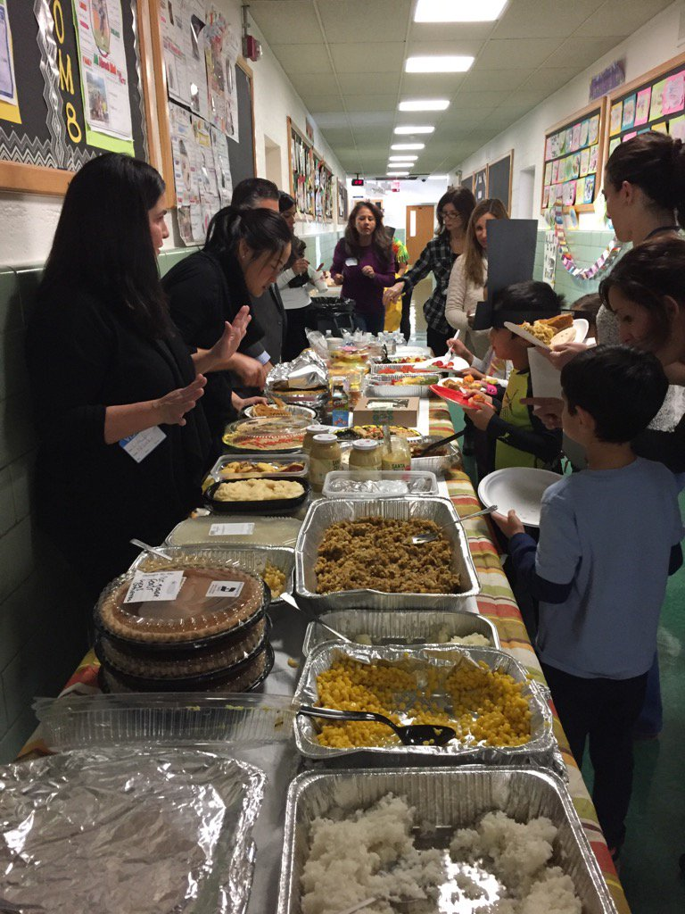 Thank you to all of our 1st grade parents who made this awesome feast possible! #grateful #seamanstrength https://t.co/U4QcLDWzjH