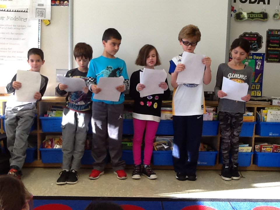 It's Reader's Theater and The 3 Little Pigs! 🐷🐷🐷 @AcohenAllie @Ivysherman #seamanstrength https://t.co/4rkb9FlJjC