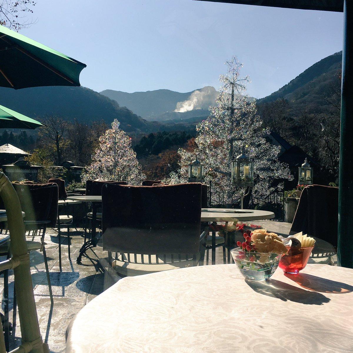 今日はいい夫婦の日、天気も最高に良いですね♪イタリア語で「カップル・夫婦」を意味するクリスタルガラスのツリー「ラ・コッピア」は、今日もお客様が来るのをお待ち