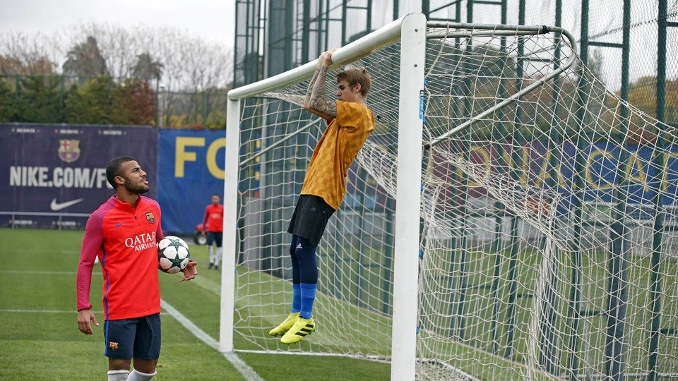 exclusive photos: justin bieber join fc barcelona, play soccer with neymar, lionel messi & luis suárez - Cx1LNgOXUAAnUQj - Exclusive Photos: Justin Bieber Join FC Barcelona, Play Soccer with Neymar, Lionel Messi & Luis Suárez