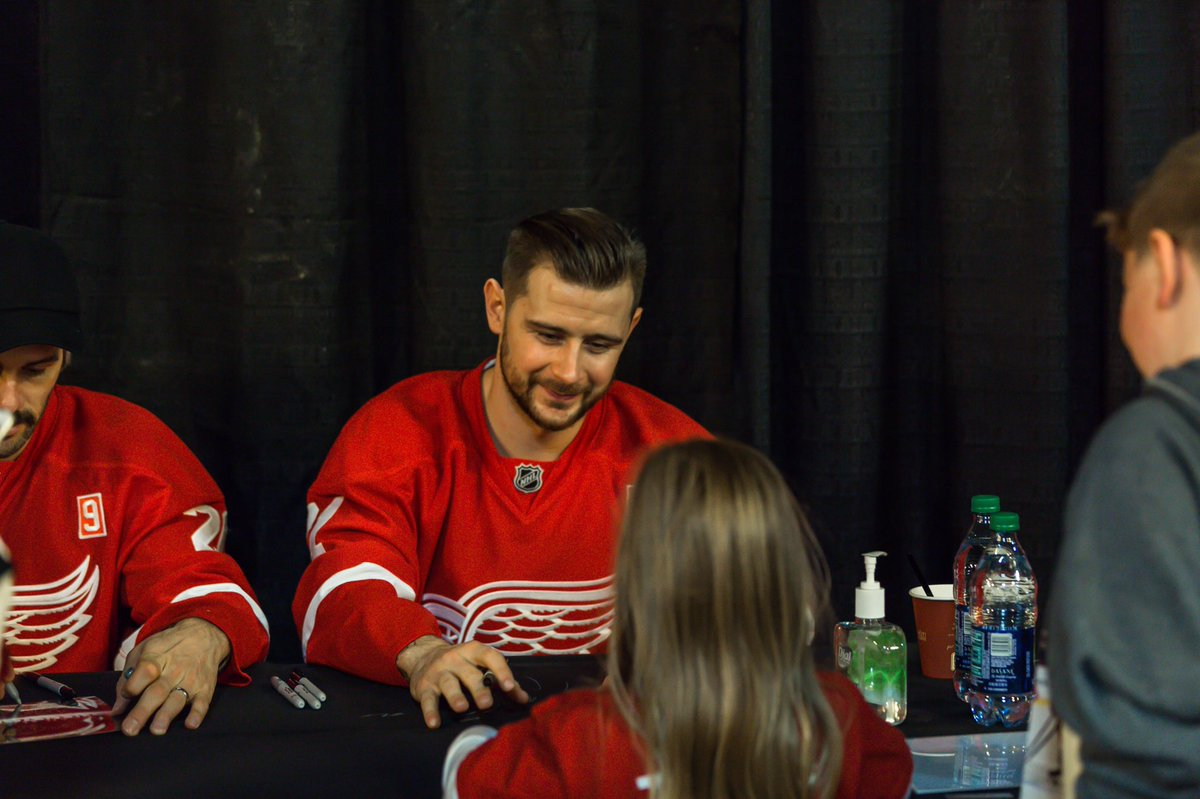 detroit red wings on twitter redwings signing at tonight s season