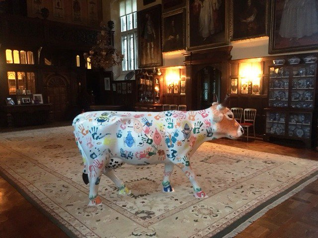 Moo'd have thought it?! Camelia the Cow @SSChospices @CowParadeSurrey in #Loseley's Great Hall last evening!