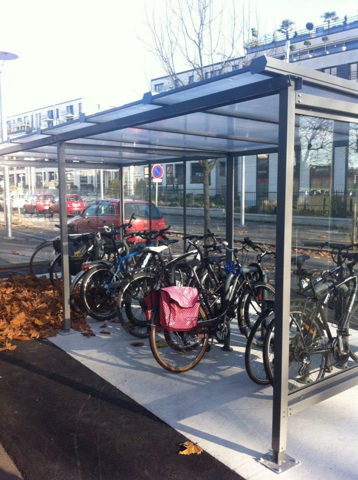 .@CaenOfficiel favorise la pratique du vélo nouveaux abris vélos dont 1 à proximité du stade nautique @joyaunicolas https://t.co/wGFfUPJlrx