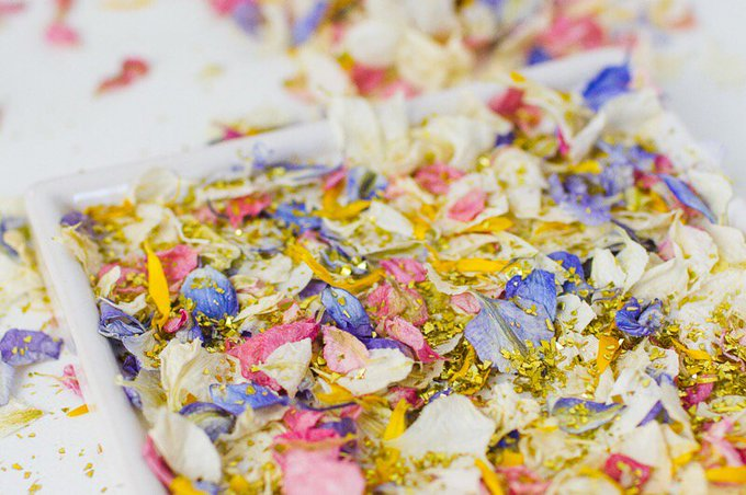 DIY NATURAL PETAL CONFETTI TRAY