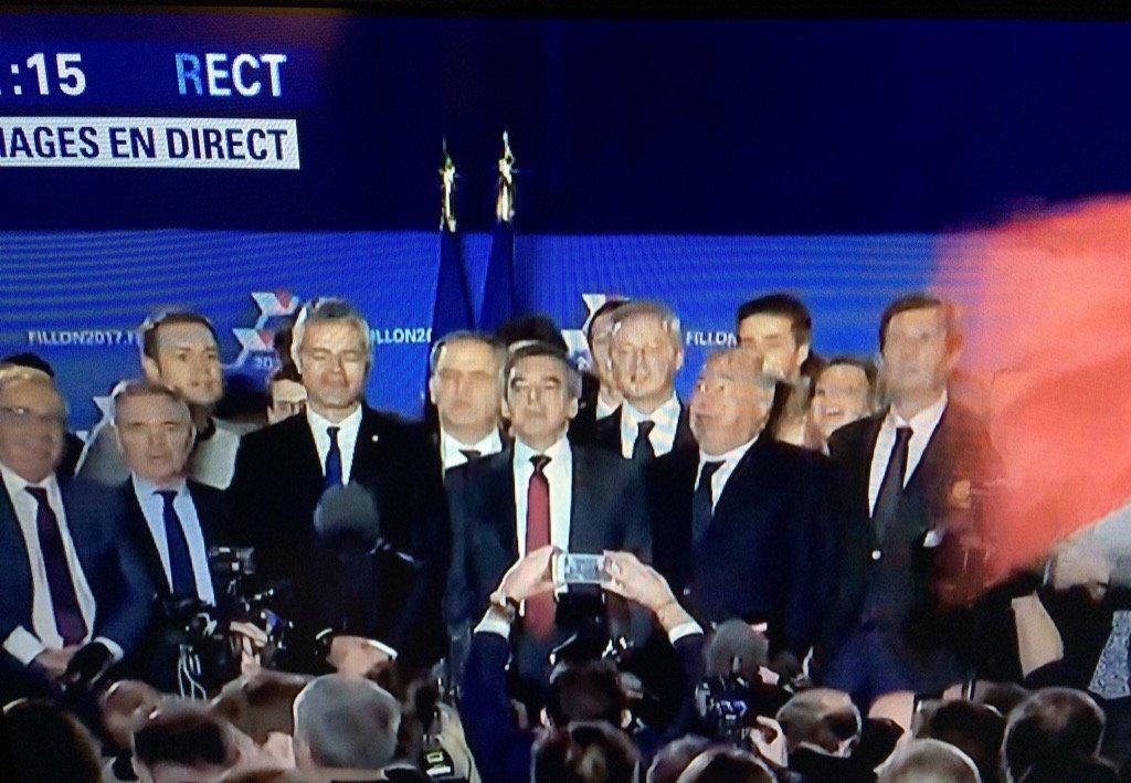 Ça,la France? 15 cravates? Ça n'ennuie personne que la moitié de la population soit zappée? #Fillon #parité