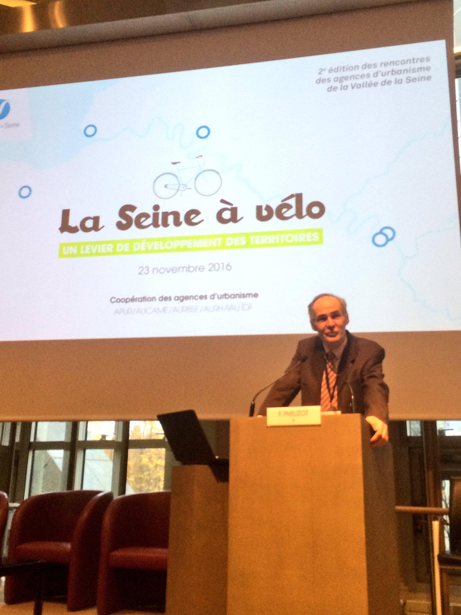 Ouverture du colloque #veloseine par François Philizot https://t.co/NxrkEm1Fxp