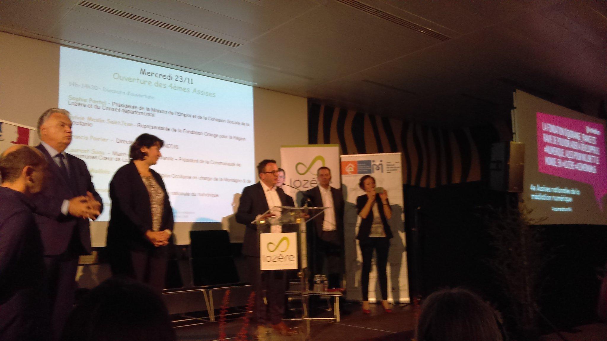 Le défi du Plan @FranceTHD est de déployer des réseaux très haut débit en zone urbaine et en zone rurale @AntoineDarodes aux @AssMedNum https://t.co/eeUizEv9pG