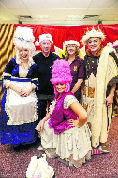 Here at @SimplySmileyPro we are experts at giving an unforgettable Xmas party experience! #pantomime #christmasinlondon #mumsinlondon pic.twitter.com/F2v3IU6K17