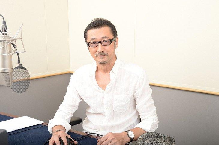 白シャツの大塚明夫
