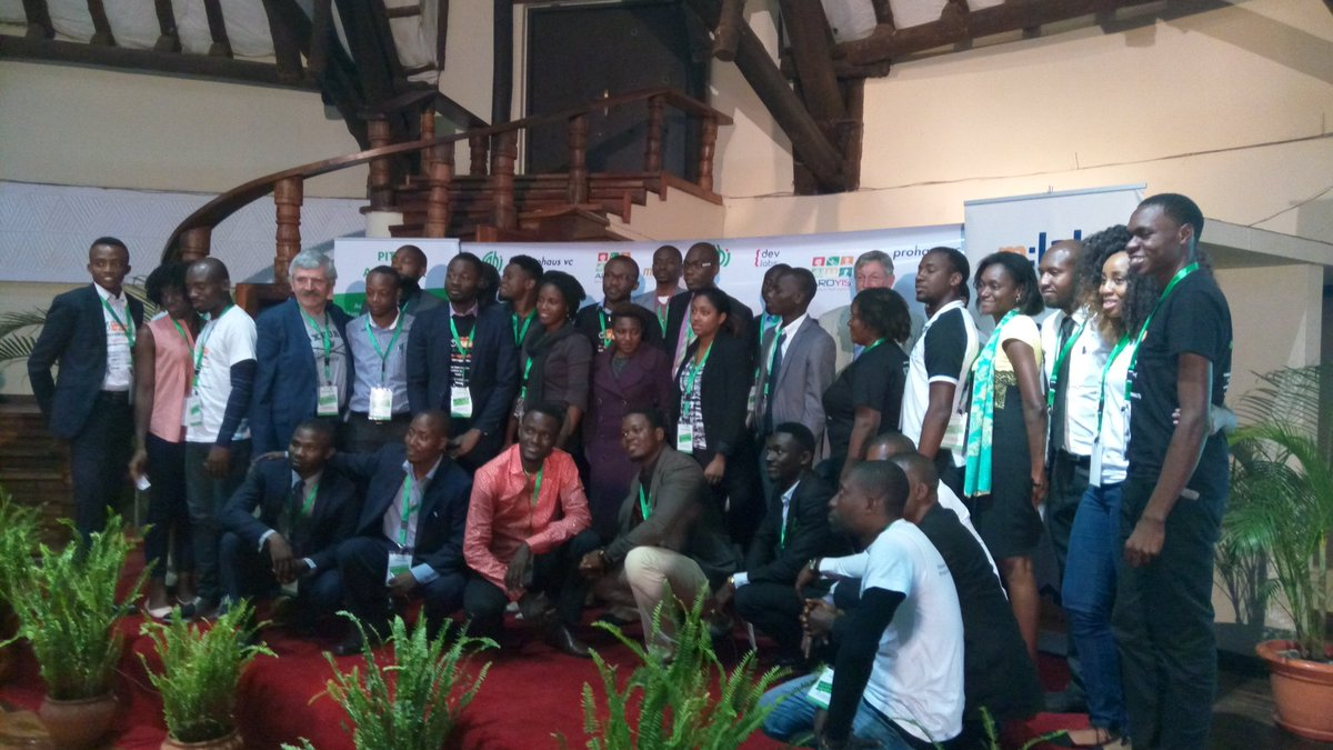 #PitchAgriHack finalists 2016. May the best #startup  win @AfDB_Group @CTAflash @CABI_News https://t.co/4GOrDqCSdO